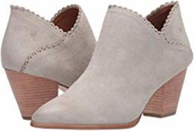 Frye Frye - Reed Scallop Shootie. Color White Sky