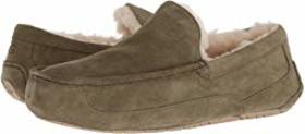 UGG UGG - Ascot. Color Moss Green. On sale for $64