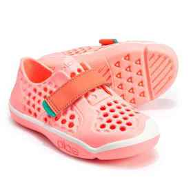 Plae Mimo Water Shoes (For Girls) in Coralin