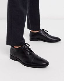 Redfoot toe cap derby lace up shoe in black leathe