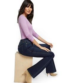 High-Waisted Curvy Barely Bootcut Jeans - Moonligh