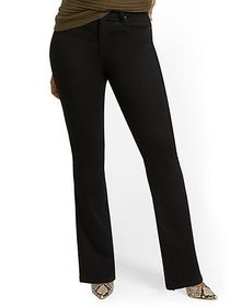 High-Waisted Curvy Barely Bootcut Jeans - Black -