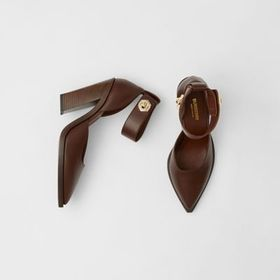 Burberry Leather Point-toe Pumps in Tan