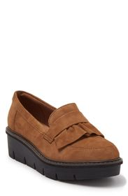 CLARKS Airabell Ruffled Leather Platform Loafer (W